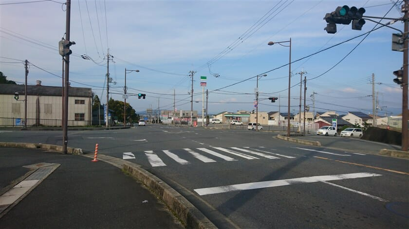 R166の竹内交差点