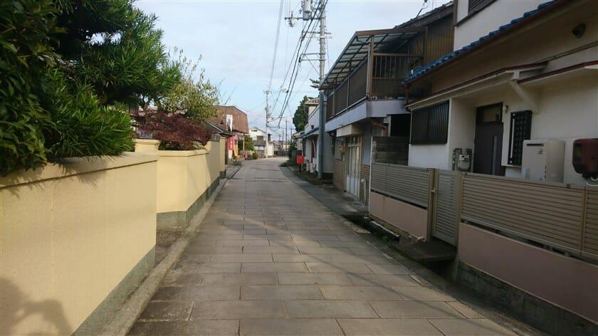 長尾神社への北沿い道