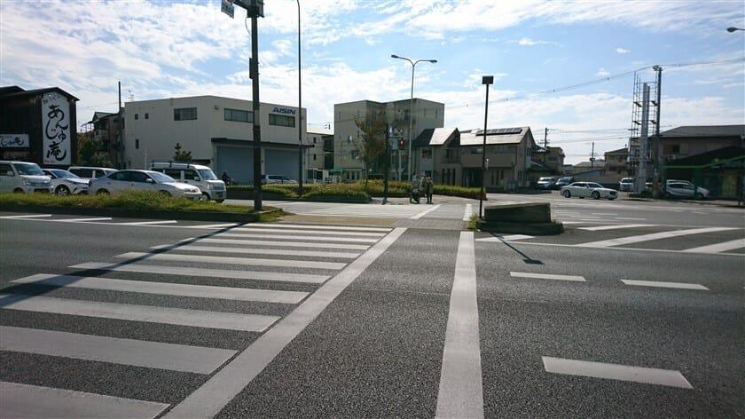 中央環状線の向陵中町交差点を右折して、左斜め前に向かう