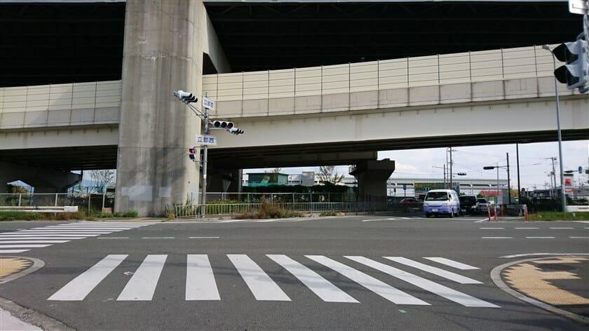 立部西交差点(大阪中央環状線との交点)