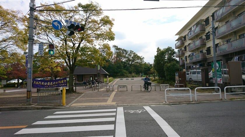 軽里1丁目交点と峰塚公園