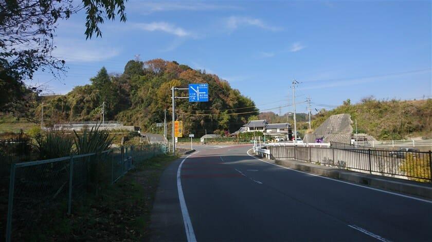 十三峠への、左折地点