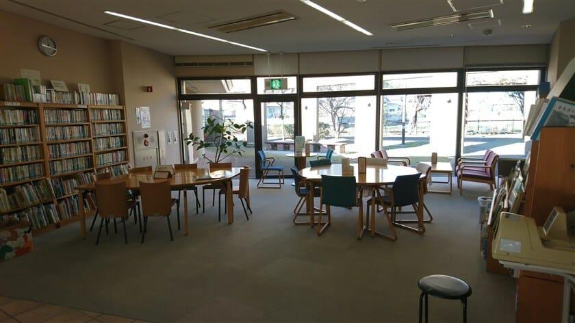 ラウンジ横の、図書室