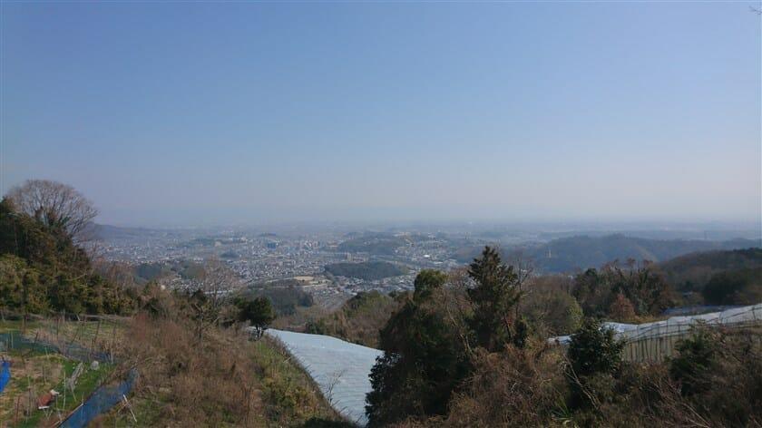 「竜田古道の里山公園」から、斑鳩方面の眺め