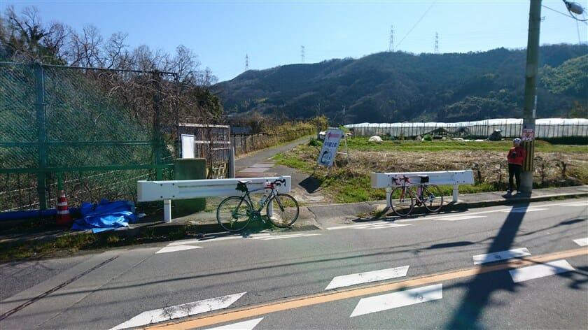 大和川に沿って「JR河内堅上駅」に抜ける道