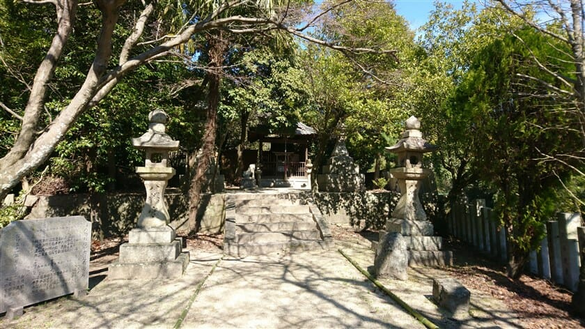 「峠八幡神社」境内