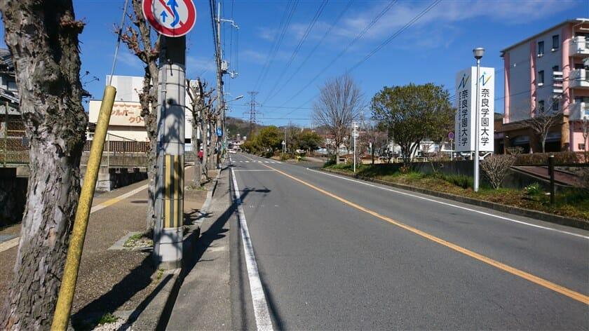 三郷駅西交差点からの、真っ直ぐな登り