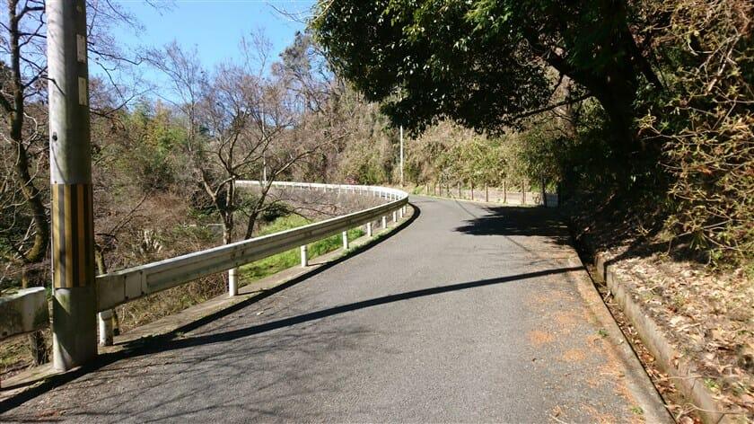 「奈良学園大学」の裏。この辺りの傾斜が一番きつい