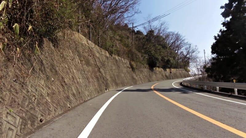 R183、信貴山に向かう道