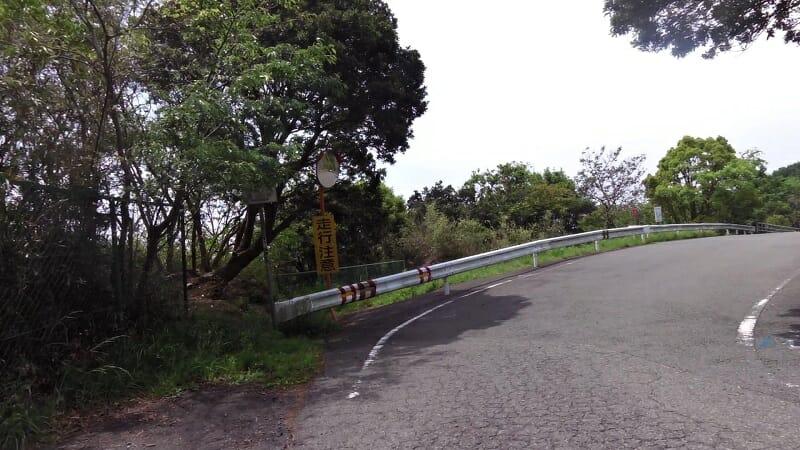 記念碑がある展望場所への山道