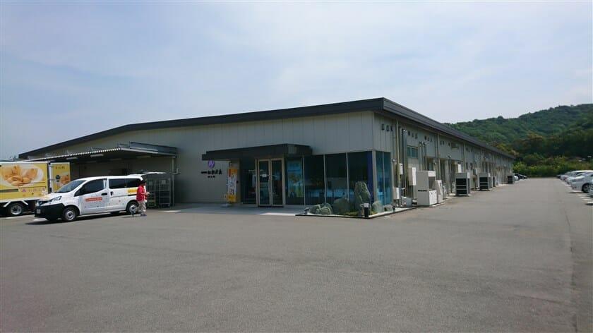 大阪土産としても有名な和菓子「月化粧」が作られている、岬工場