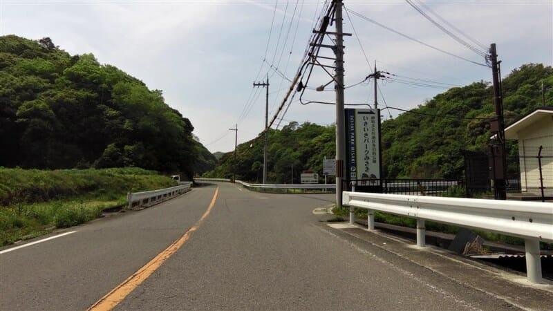 R751を途中で右折し、岬町多奈川 地区多目的 公園(いきいき パークみさき)に登ってみる