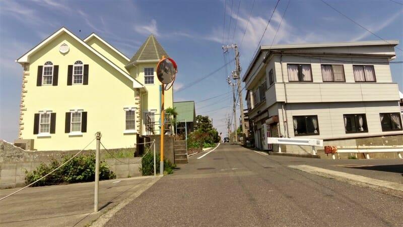 淡輪漁港を過ぎると、住宅街に入った
