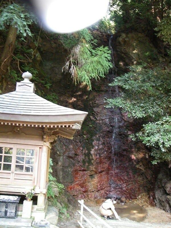 水越峠:祈りの滝