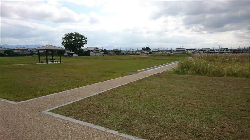 中宮寺跡史跡公園