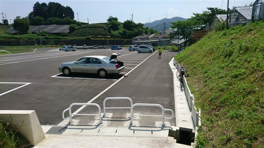 「和束茶カフェ」裏の駐車場