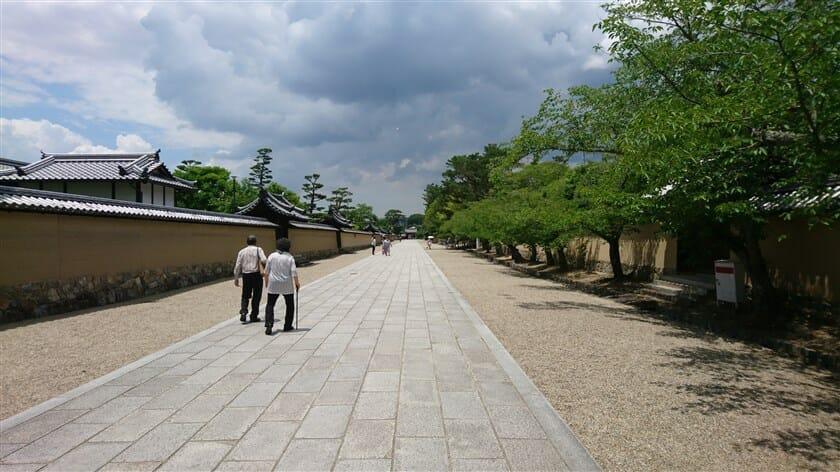 法隆寺 東大門から入る