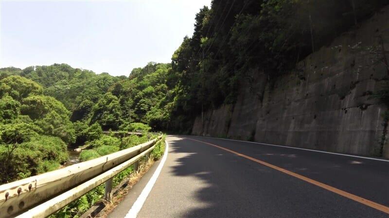 途中からは、渓流と言っていいきれいな和束川に沿って走る