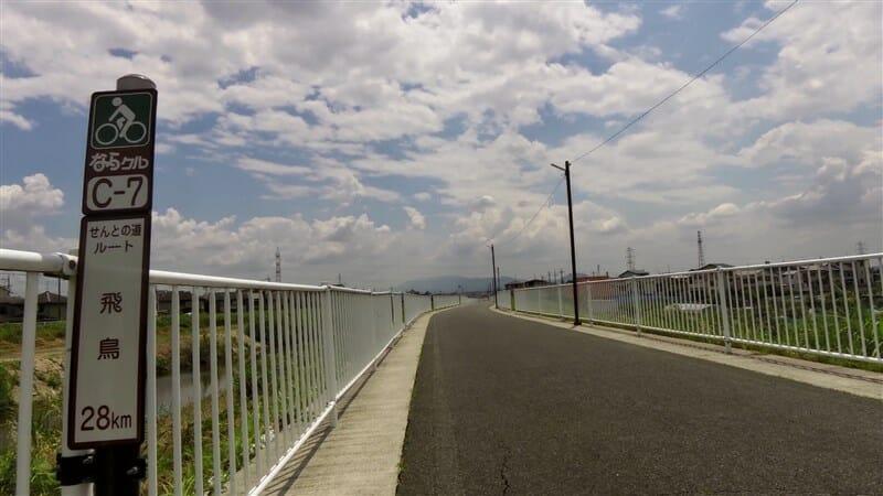 富雄川沿いの、サイクリングロード