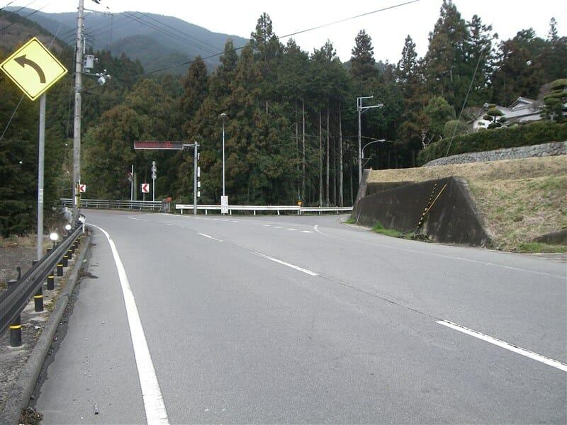 水越峠:左トンネル方面