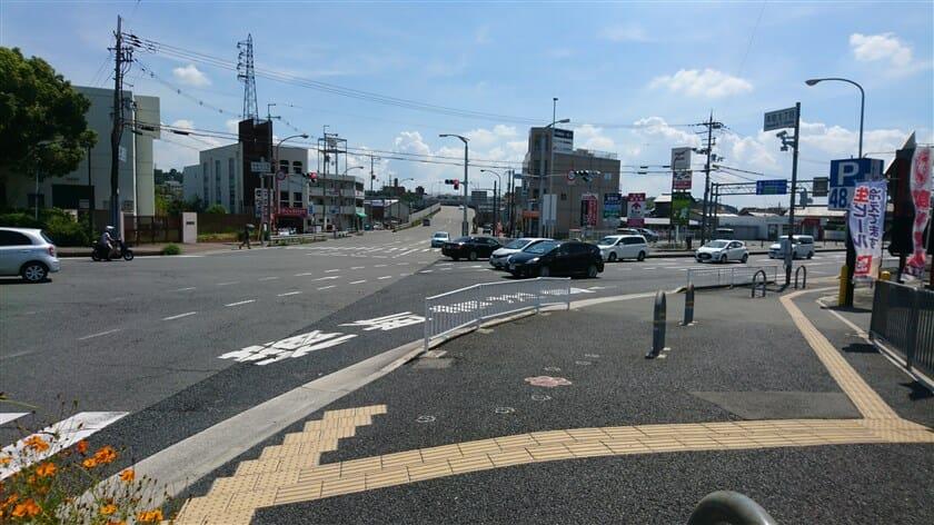 「本町1丁目」の交差点を右折して、R168に出る