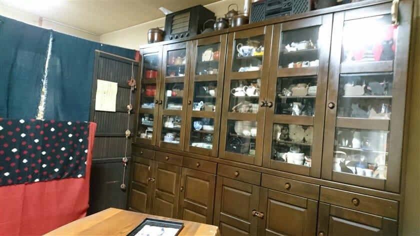部屋にあった食器棚