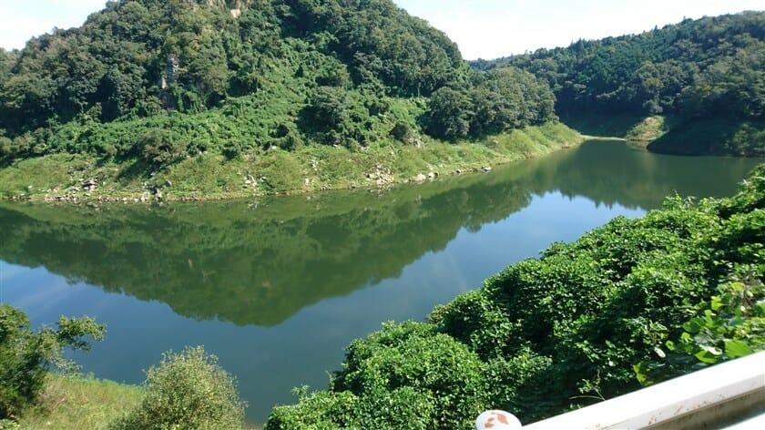 府道82号:上野南山城線からの月ヶ瀬湖、上流方面