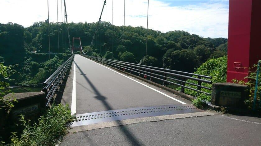 府道82号線からの高山橋