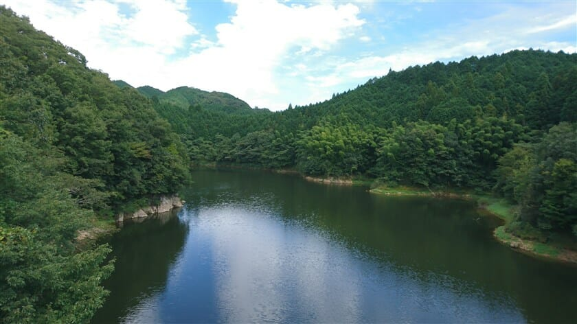 橋の上からの布目川:下流側