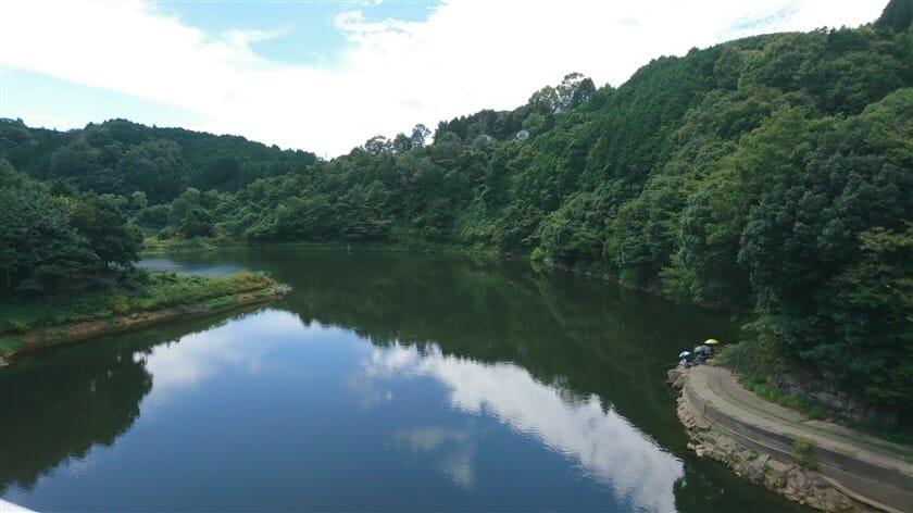 橋の上からの布目川:上流側