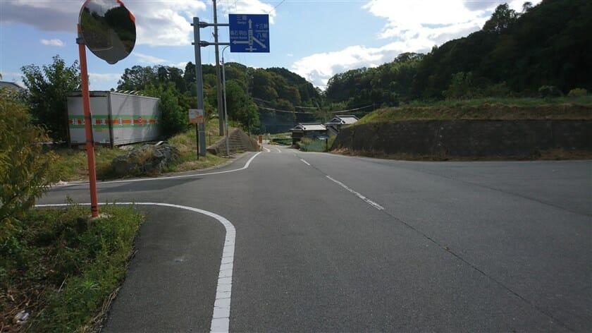 十三峠への右折地点