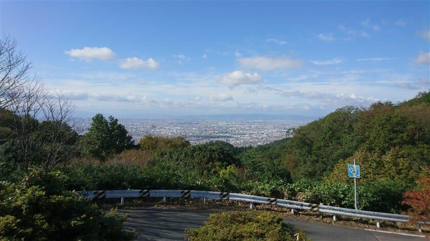 十三峠展望台からの大阪市内の眺め