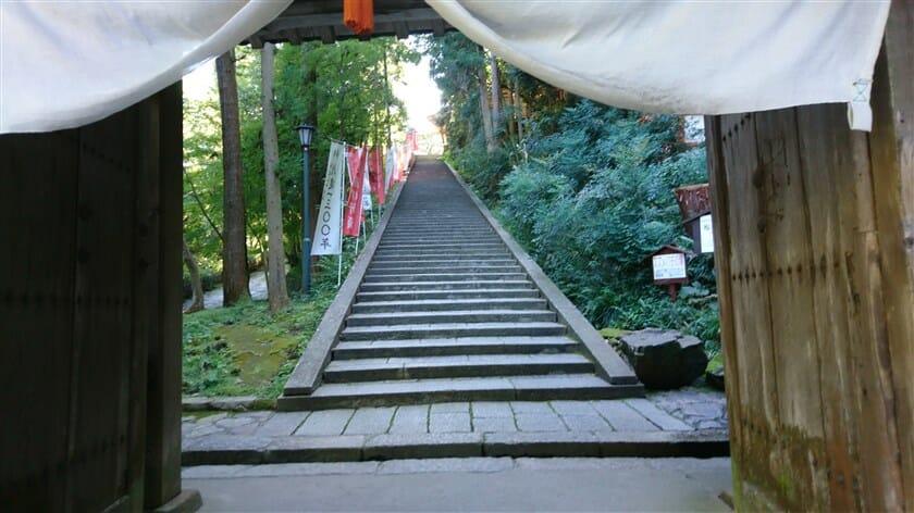 北惣門からの参道