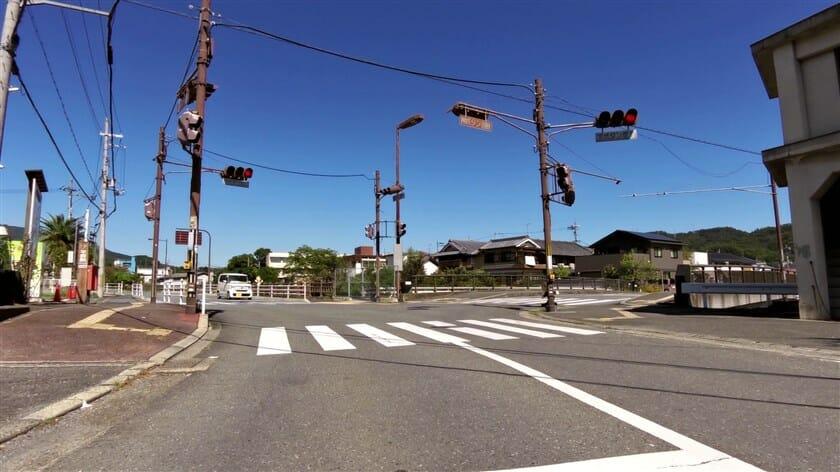平群町商工会前の信号を右折