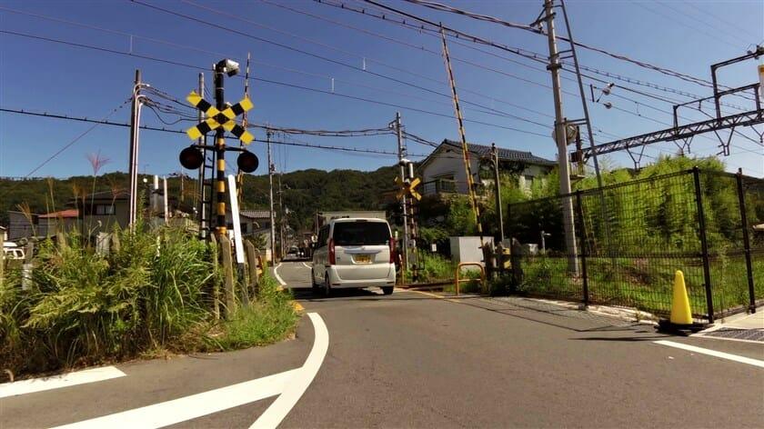 近鉄生駒線の平群駅北の踏切