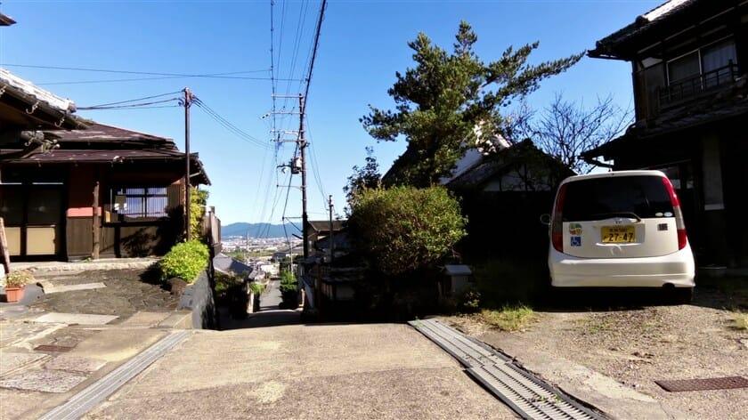 矢田寺を下る