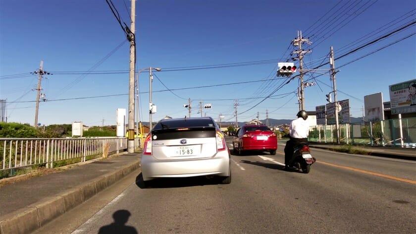 富雄川手前の信号。ここを左折