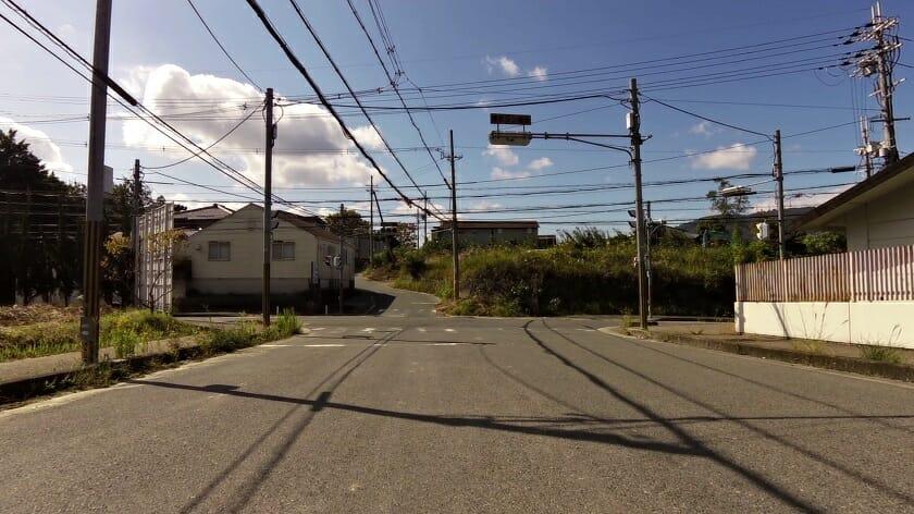 地点「x」:左:萩の台方面、右:R308