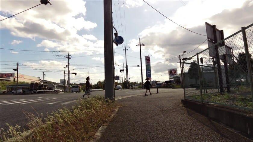 近鉄生駒線 東山駅前交差点を右折