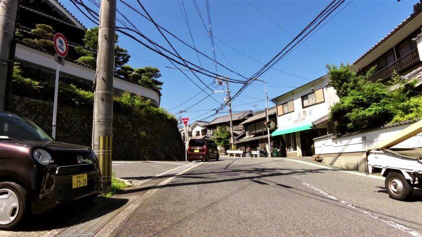 西川生花店前