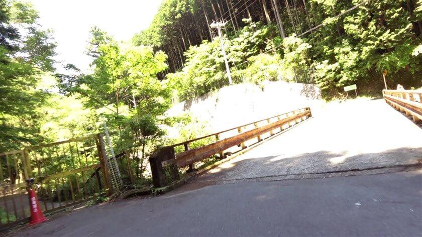 最初の橋、出合橋を渡る