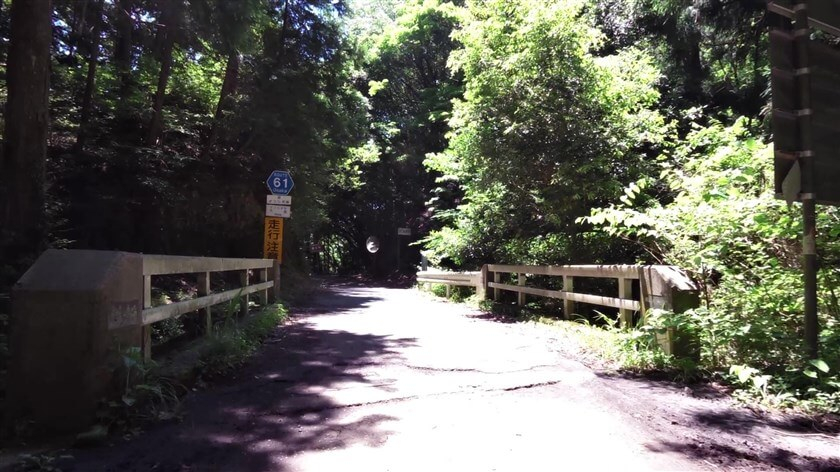 蔵王峠橋(ざおうとうげはし)を渡る