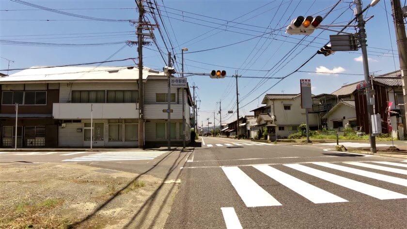「妙寺駅前」の標識がある交差点