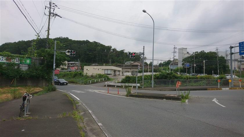 スタート地点の、「奈良県道・大阪府道703号香芝太子線」穴虫南交差点