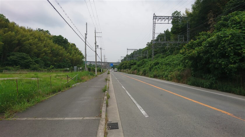 途中に、南阪奈道路の太子ICへの登り口がある