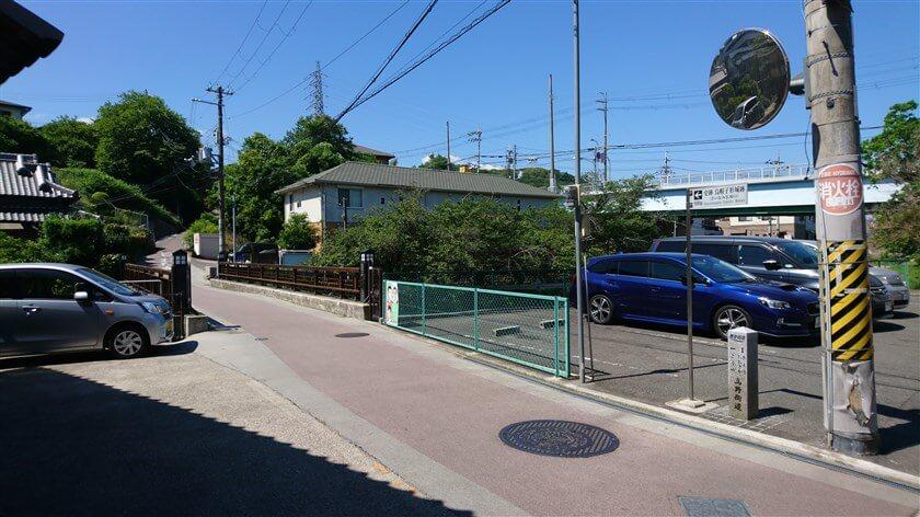 三佳屋の前を左折すると、石川に架かる舊西條橋(きゅうさいじょうばし)に出る