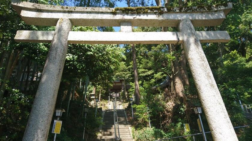 「烏帽子形八幡神社」に登ってみる
