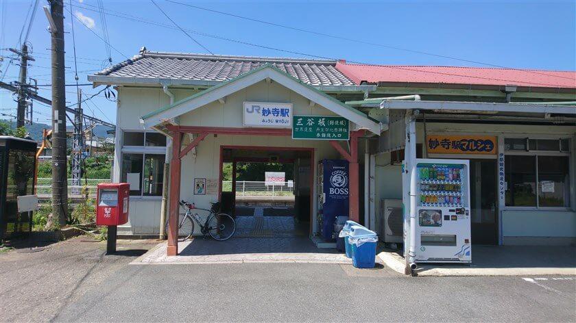 JR和歌山線の妙寺駅に到着