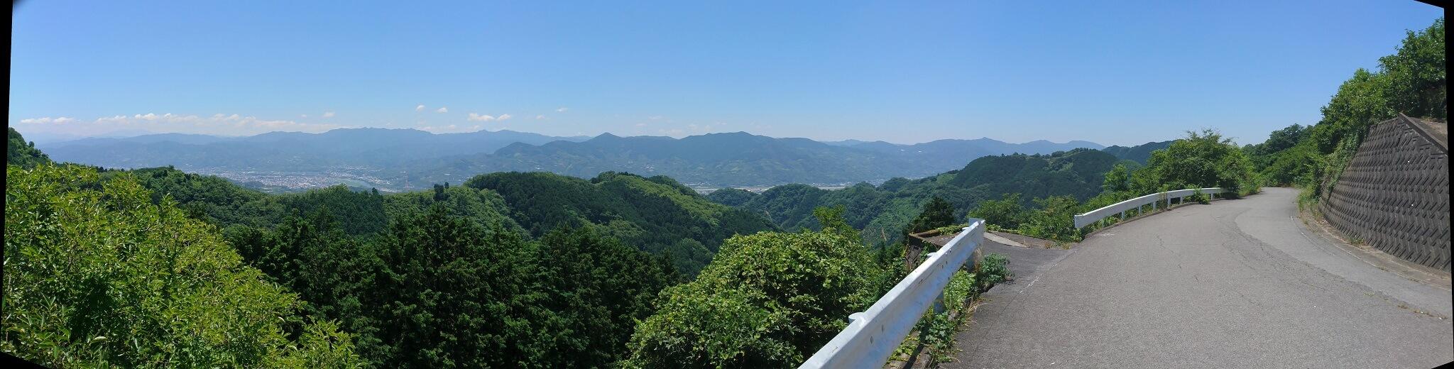 和歌山県側への下り、かつらぎ町のパノラマ