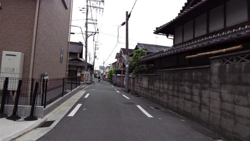 枚岡神社 一の鳥居手前の、鳥居町5の様子